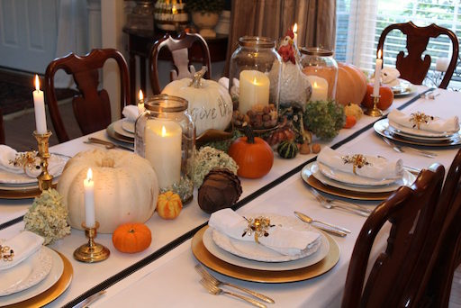 Thanksgiving Dinner Table A Decorators Dream Dells Daily Dish